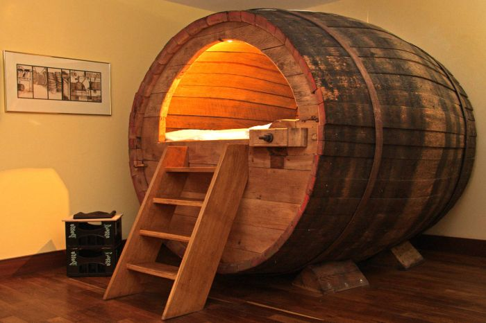 Легло с бирена бъчва за истински любители на бирата.