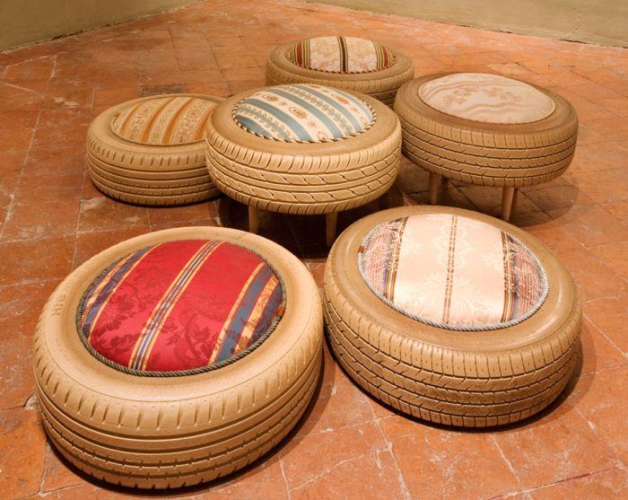 Мека седалка, изработена от стари гуми.