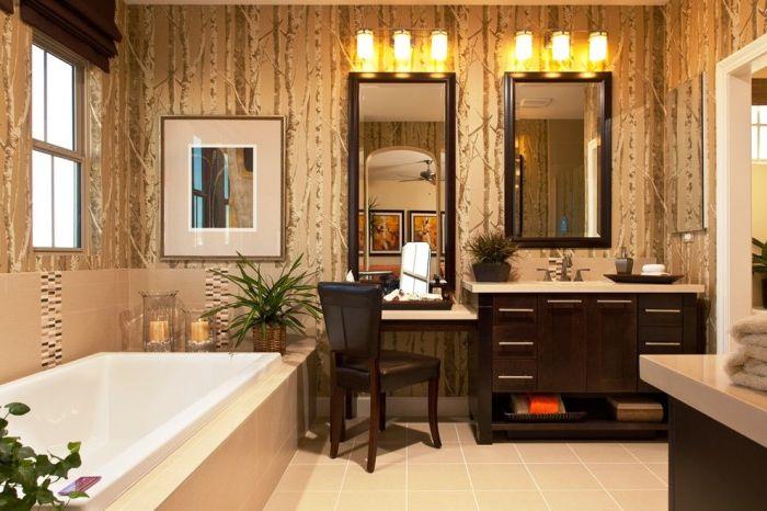 Туалетный столик, сочетающийся с другой мебелью в ванной.