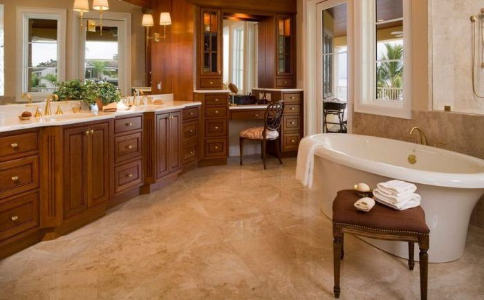 Классический дизайн туалетного столика в ванной комнате.