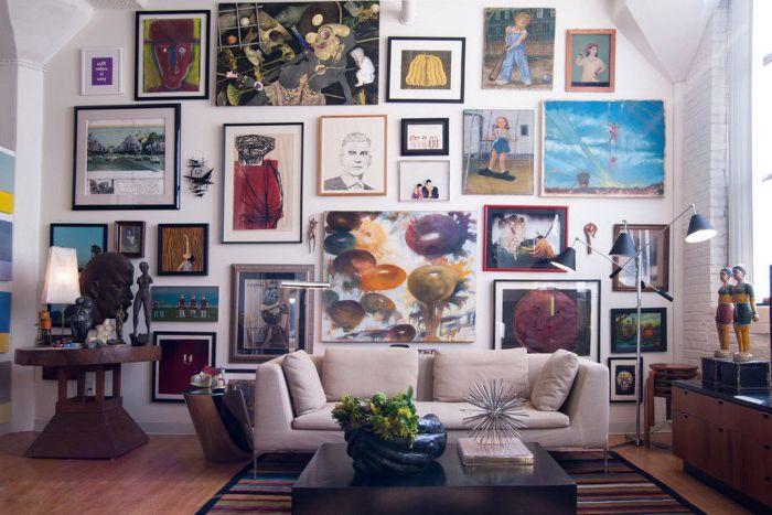 Obrazy nadają domowi osobowość i służą jako przypomnienie dobrych czasów.