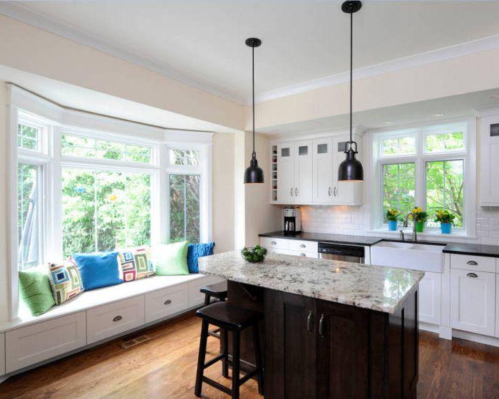 Удобен и оригинален диван в кухнята.