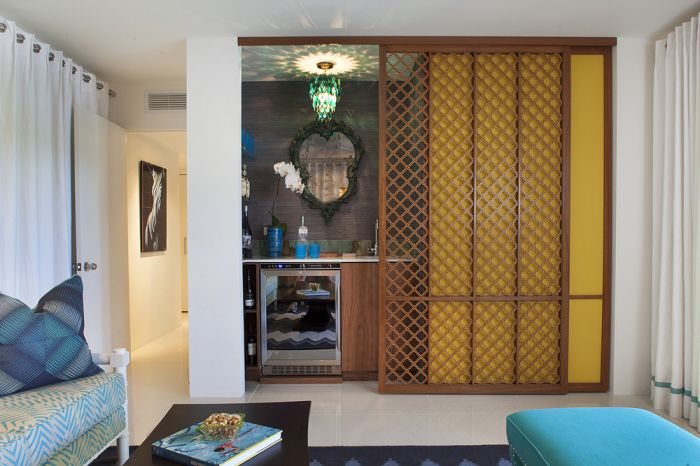 Разкошен дизайн на плъзгащи се прегради в марокански стил.