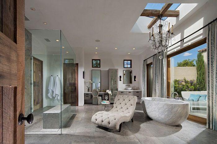 Świetna jasna łazienka.