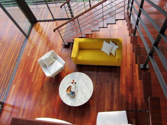 Замечательный бюджетный дизайн гостиной для тех, кто любит отдохнуть в одиночестве.