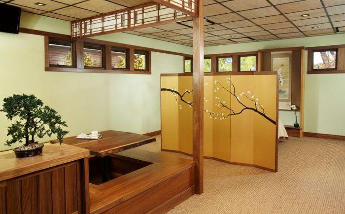 Stół potwierdzający, że japoński stół jadalny nie musi być niski.