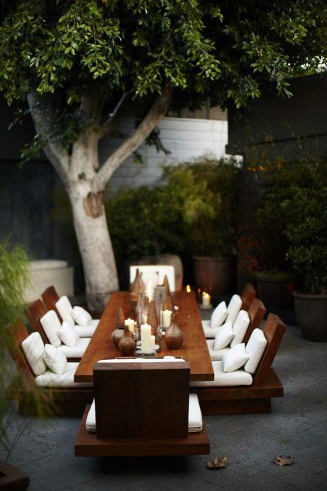 Bardzo wygodny i stylowy stół, który świetnie prezentuje się na zewnątrz.