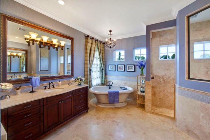 Очарователна просторна баня.
