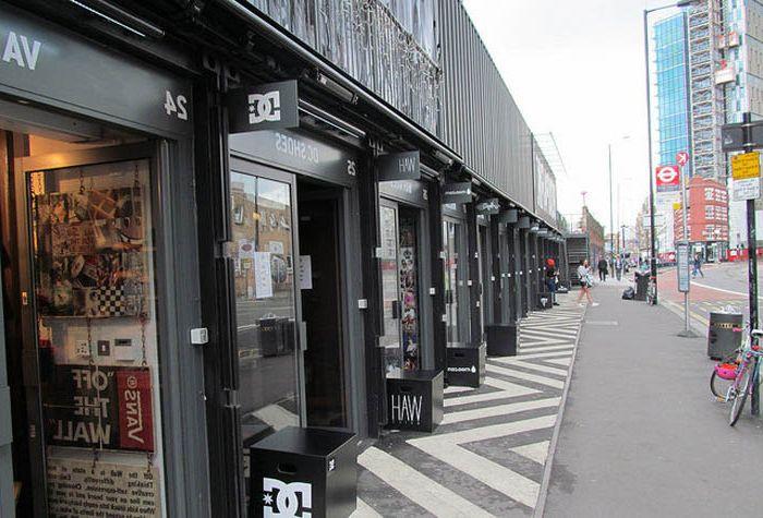 Ulica handlowa w Londynie, na której wszystkie sklepy są w kontenerach.