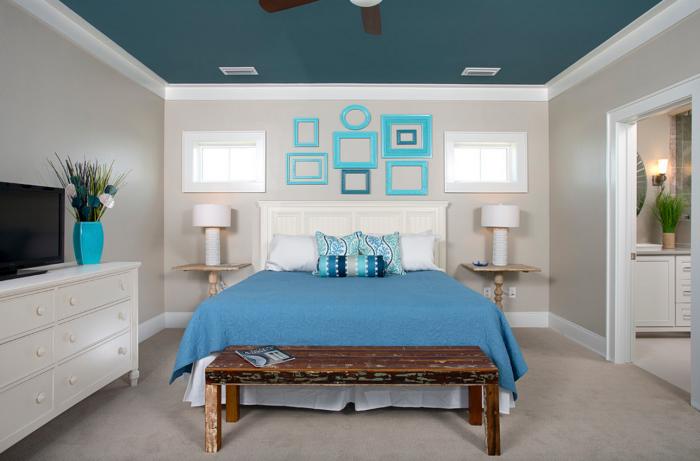 Świetny sposób na dodanie żywych kolorów do sypialni bez rujnowania jej komfortowej i relaksującej atmosfery.