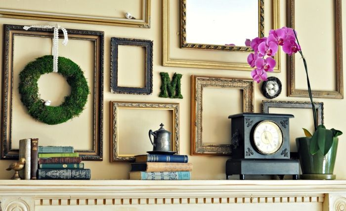 Ramy nad kominkiem w różnych rozmiarach, kształtach i kolorach stworzą wspaniały element wystroju salonu.