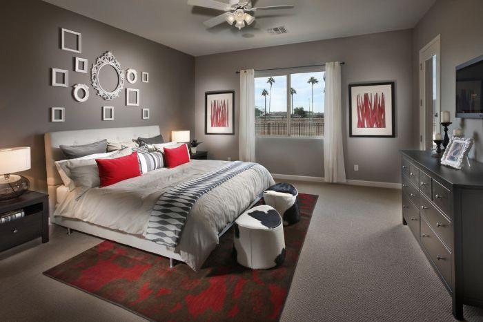 Sypialnia to pomieszczenie, w którym atmosfera zawsze powinna pozostać pogodna i wyciszona, dlatego ramy to doskonała opcja do dekoracji ścian.