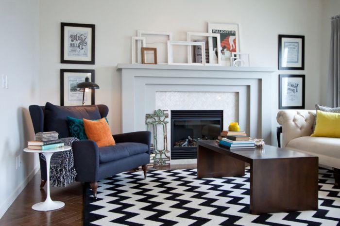 Łatwy i niedrogi sposób na udekorowanie pokoju pustymi ramkami do zdjęć pomalowanymi na różne kolory.