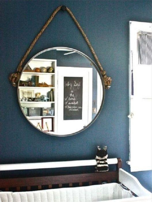 Зеркало на веревке.