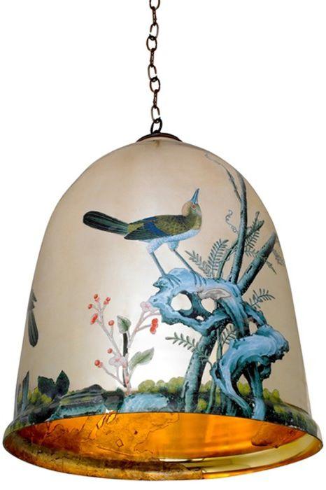 Лампа под формата на боядисана камбана.