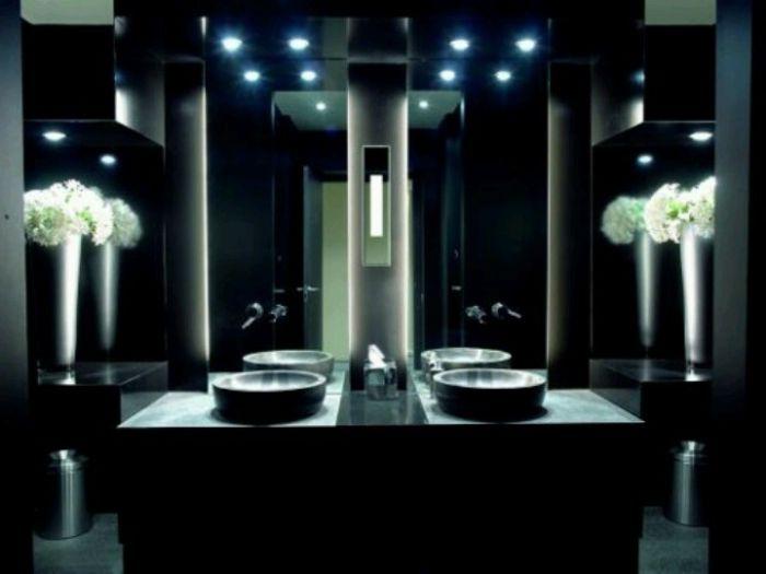 Точково осветление в банята.