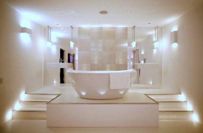 Много светла баня в модерен стил.