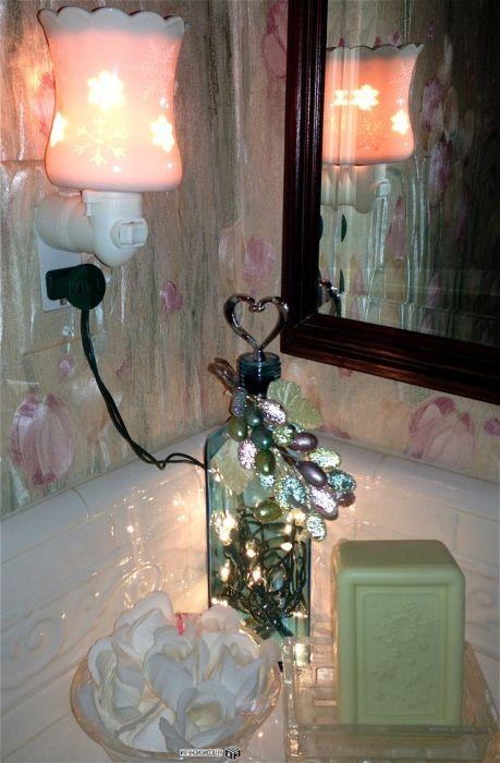 Светеща подова лампа за бутилки, изработена на ръка.
