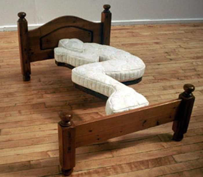 На этой кровати сложно будет выспаться.