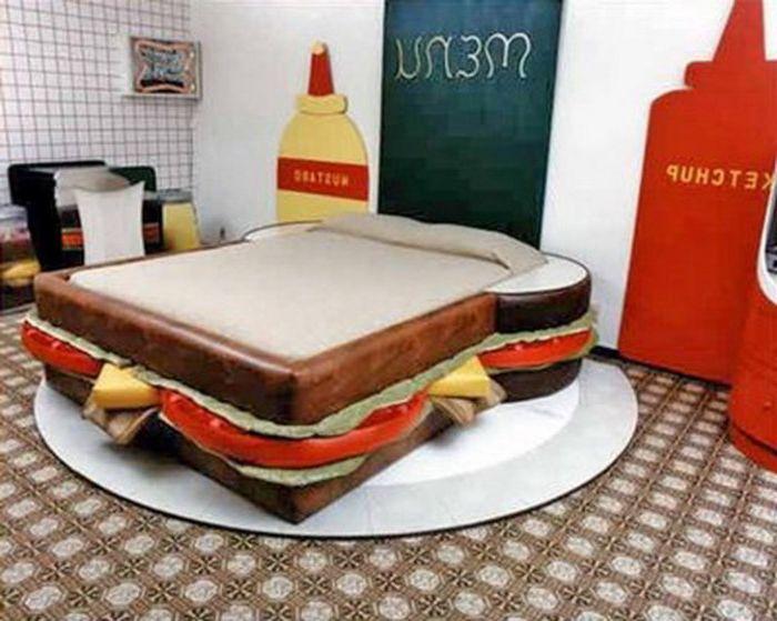 Alkuperäinen sänky roskaruoan ystäville.