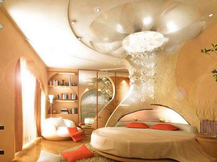 Epätavallinen ja ainutlaatuinen sänky, joka virkistää makuuhuoneen sisustuksen.
