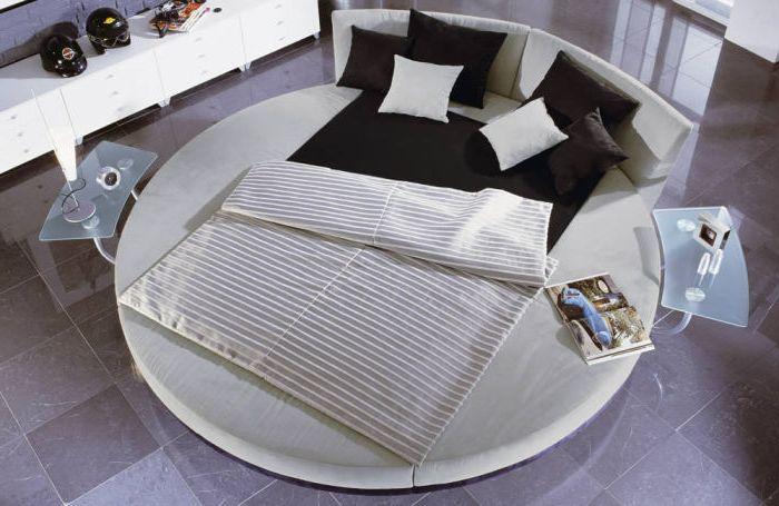 Ihanteellinen niille, jotka mieluummin minimalismi ja nykyaikaiset trendit makuuhuoneen suunnittelussa.