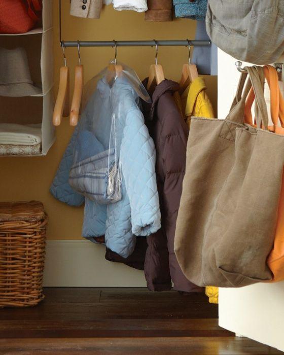 Удобен начин за съхранение на ръкавици, шалове и шапки.