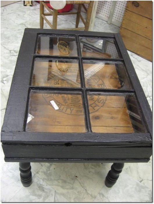 2. Stylowy stół ze starego okna