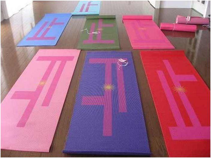 Jak używać starej maty do jogi.