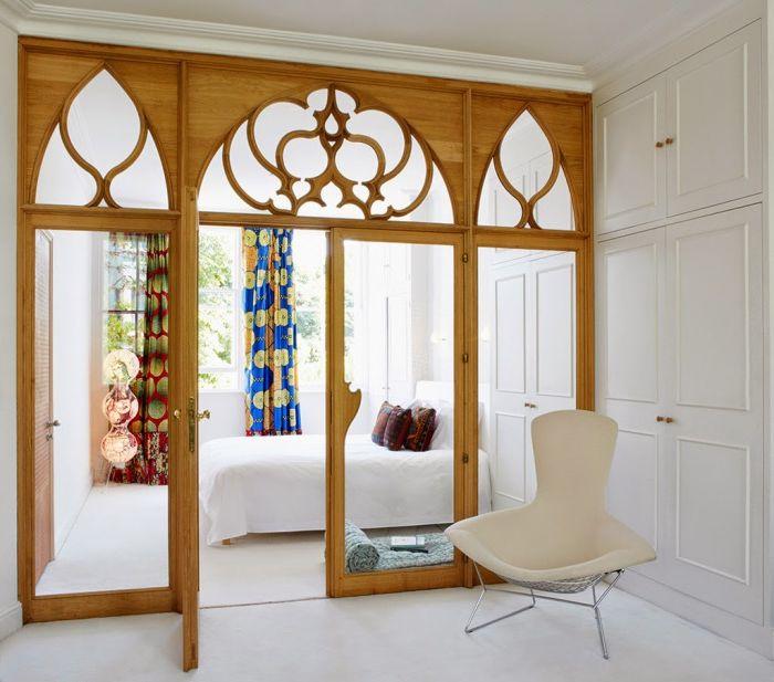 Luksusowa przegroda dzieląca pomieszczenie na dwie strefy.