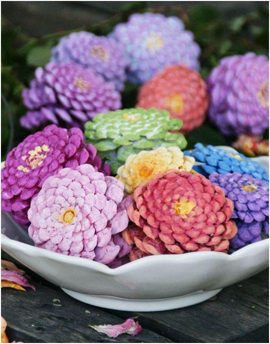Цветни борови шишарки като декоративен елемент