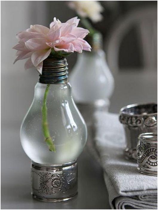 12. Милая вазочка
