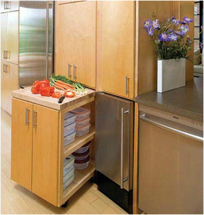 Изтеглящ се кухненски шкаф на колела, който ще осигури на кухнята допълнителна работна повърхност.