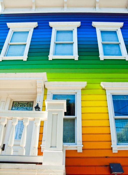 Дом на всички цветове на дъгата.
