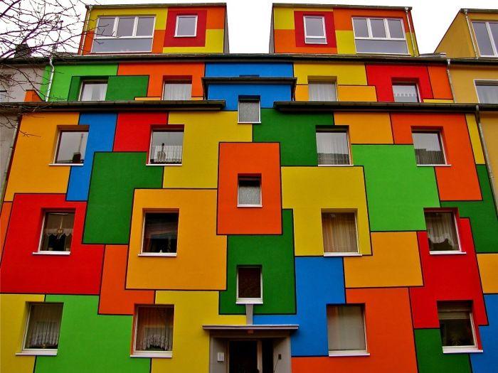 Fargerike hus.