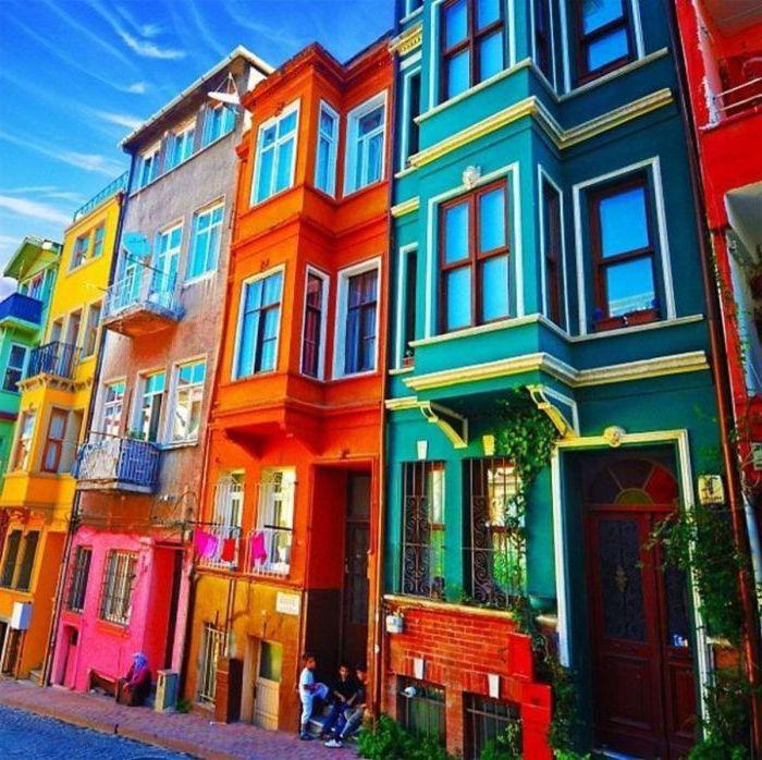 Lyse hus som tiltrekker seg oppmerksomhet.