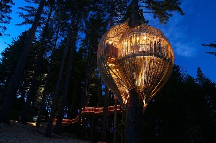 Невероятен ресторант на дървото `` Yellow Treehouse ''.