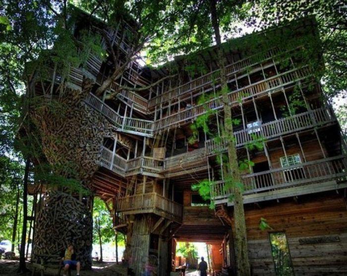 Къщата на министъра е най-голямата съществуваща къща с дървета.