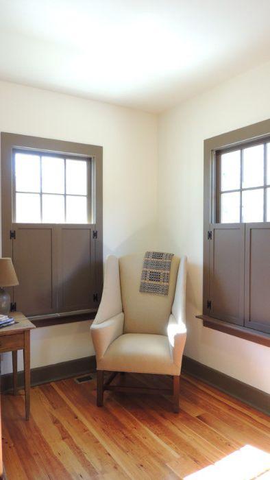 Класическите щори са идеални за минималистична стая.