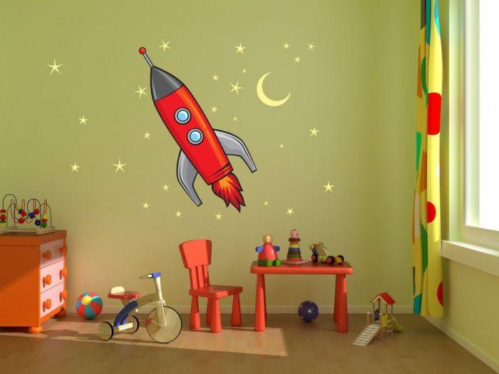 Цветные наклейки на стену - замечательный вариант для спальни малыша.
