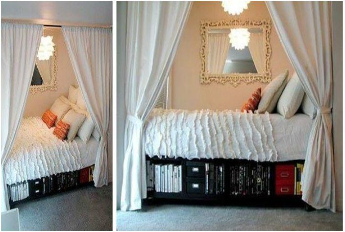 Umieść łóżko we wnęce i zasłoń zasłoną, aby łóżko było prywatne.