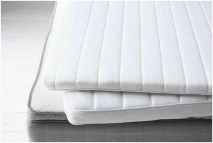 Użyj dwóch materacy zamiast jednego, aby Twoje łóżko było miękkie i wygodne.