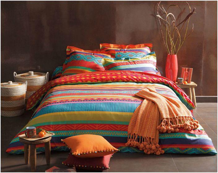 Preferuj kolorowe zestawy pościeli, aby zasnąć i obudzić się w dobrym nastroju.