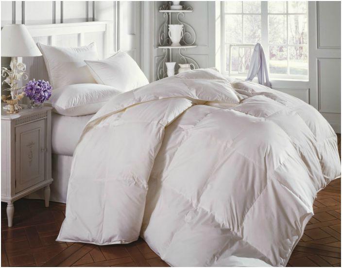 Zadbaj o naturalne wypełniacze w swoim łóżku. Pióra i puch to najlepsze i najtrwalsze materiały.