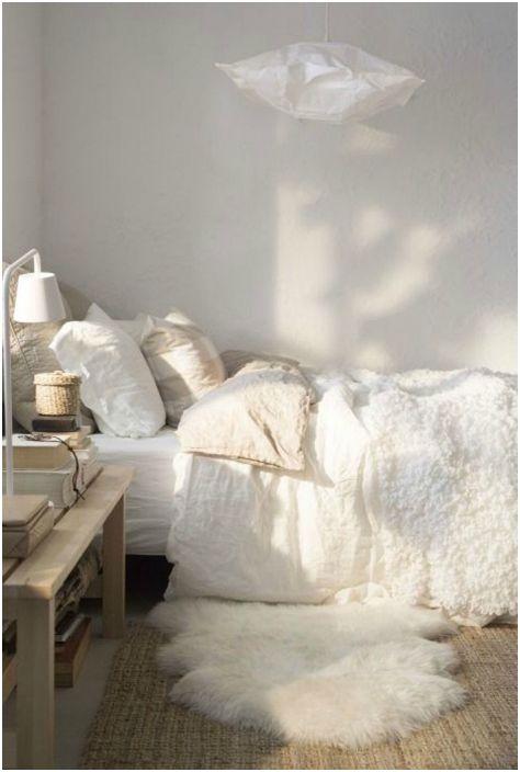 Połóż miękki i piękny dywanik przy łóżku, abyś zawsze mógł obudzić się na tej nodze.