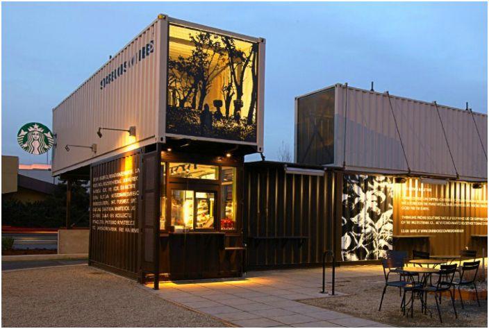 Оригинальный дизайн известной кофейни Starbucks, построенной из морских контейнеров.