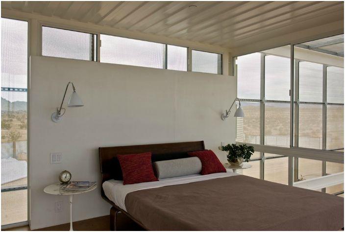 Дом имеет гостиную, одну спальню и один санузел.
