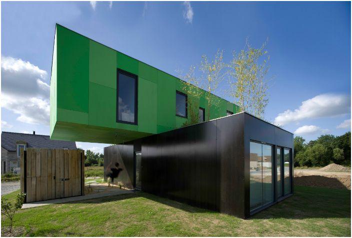 Уникална модулна еко-къща, направена от стари контейнери за превоз.