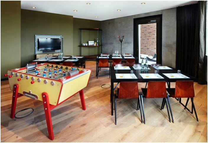 Хотелът разполага с разнообразни тематични зони за забавление и релакс.