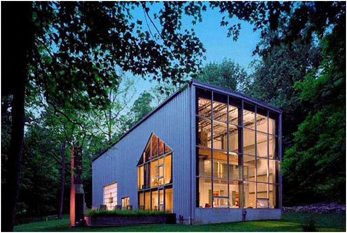 Огромный жилой дом, построенный исключительно из контейнеров.